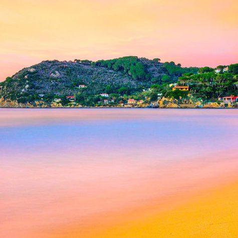 La spiaggia di Forno vista dalla Biodola